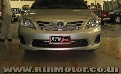 """RED EMBLEM 4/"""" WIDE TOYOTA COROLLA CELICA FRONTIER CAMRY COROLLA NEW CHROME"""